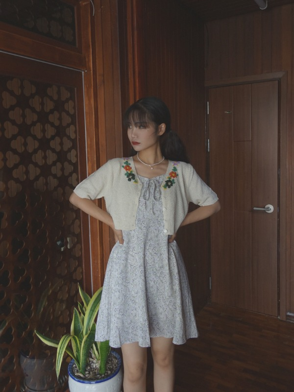 FLOWER EMBROIDERY KNIT CARDIGAN (BEIGE)
